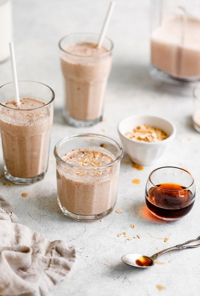 An easy and delicious Fall breakfast, this apple and oat smoothie recipe will become your new favorite!