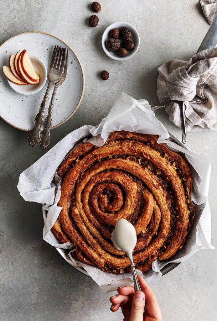 Apple cinnamon roll cake on skillet