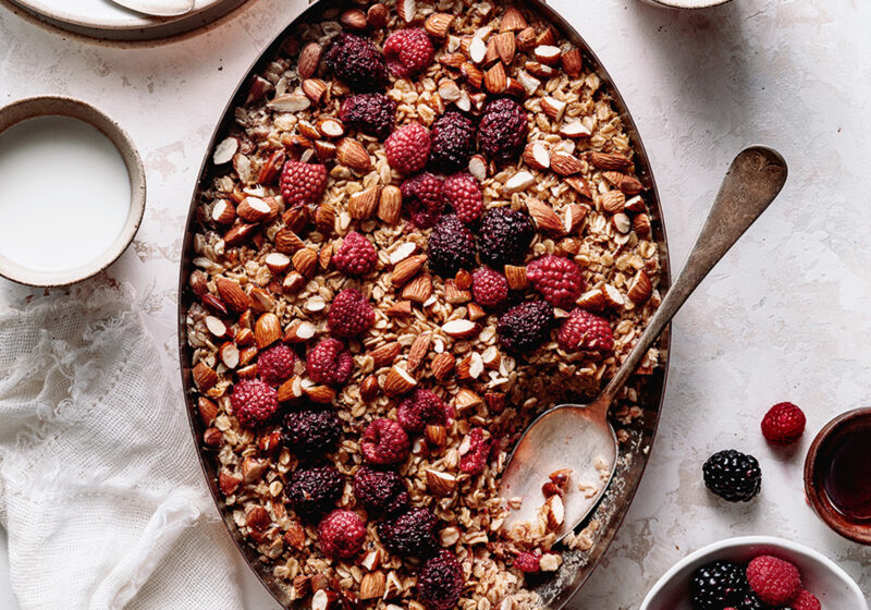 almond and berries baked oatmeal